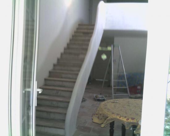 escalier droit avec garde corps en vague